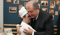 Հարազատ դարձած միջավայրում. նախագահ Արմեն Սարգսյանը Գյումրիում հյուրընկալվել է «Արեգակ» ներառական փուռ-սրճարանում