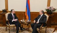 Президент Армен Саркисян провёл рабочую встречу с Зограбом Мнацаканяном