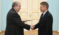 Уверен, что мы продолжим укреплять наши достижения. Президент Саркисян принял верительные грамоты посла Греции в Армении