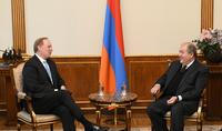 Президент Саркисян принял Исполнительного директора института «Восток-Запад»