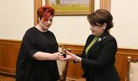 Հանրապետության նախագահի տիկին Նունե Սարգսյանին է փոխանցվել Հայկական Փի Ար ասոցիացիայի «Տարվա կին» մրցանակը