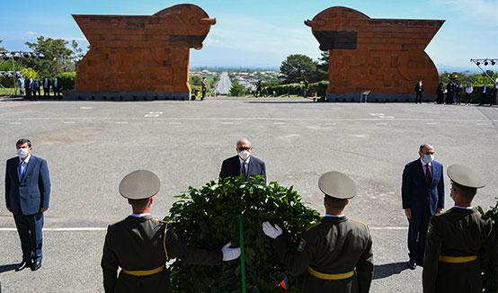 Президент Армен Саркисян в Сардарапатском мемориальном комплексе воздал дань уважения памяти жертв героического сражения