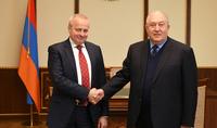 Основой армяно-российских дружественных отношений является глубокое доверие между двумя народами - Президент Саркисян поздравил посла РФ с Днём России