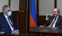 Նախագահ Սարգսյանը շարունակում է հանդիպումներն առողջապահական ոլորտի մասնագետների հետ. նա հանդիպել է Հանրապետության խոշորագույն բժշկական հաստատության՝ «Էրեբունի» ԲԿ գլխավոր տնօրեն Հարություն Քուշկյանի հետ