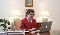 Будьте уверенными и храбрыми, помните, что вы армяне - супруга Президента Нунэ Саркисян провела дистанционную беседу с воспитанниками и учителями бостонской национальной гимназии Св.Степаноса