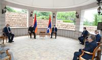 Քննարկվել են Հայաստանի և Արցախի փոխգործակցությանը վերաբերող հարցեր․ նախագահ Արմեն Սարգսյանը հանդիպում է ունեցել Արցախի բարձրաստիճան ղեկավարության հետ