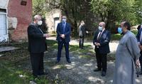 «Մարդիկ այսօր դժվար վիճակի մեջ են, և չենք կարող նրանց խնդիրներն անտեսել»․ նախագահ Արմեն Սարգսյանն այցելել է Գյումրի