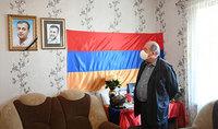 Преклоняюсь перед его негасимой памятью, - Президент Армен Саркисян посетил семью погибшего несколько дней назад вследствие развязанных Азербайджаном военных действий Соса Элбакяна.