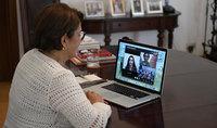Для укрепления моста Армения-Диаспора нужно обеспечить связь между находящимися на двух сторонах моста будущими поколениями. Супруга Президента Нунэ Саркисян побеседовала в он-лайн режиме с учениками и учителями гимназии «Карэн Еппэ» в Алеппо