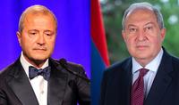Президент Армен Саркисян провёл телефонный разговор с армянским предпринимателем из Диаспоры, национальным благотворителем Ваче Манукяном