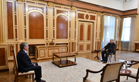 Президент Армен Саркисян встретился с Председателем партии «Республика» Арамом Саргсяном