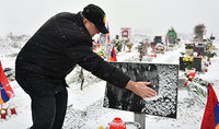 Հավերժ փառք ու խոնարհում. նախագահ Արմեն Սարգսյանն «Եռաբլուր» զինվորական պանթեոնում հարգանքի տուրք է մատուցել Արցախի պատերազմի նահատակների հիշատակին