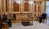 Lors de la rencontre avec le général de corps d'armée Rustam Muradov, le Président Armen Sarkissian a considéré urgent de résoudre les questions du retour des prisonniers de guerre et des civils arméniens, ainsi que de redoubler d'efforts dans la recherch
