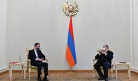 Le Président Armen Sarkissian a considéré essentiel d'assurer le retour immédiat des prisonniers de guerre, des militaires et des civils, tant bien que la localisation rapide des personnes disparues et leur transfert vers l'Arménie