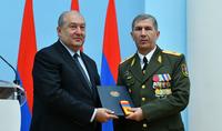 Le Président Armen Sarkissian a rencontré le chef d'état-major général des Forces armées de la République d'Arménie, le colonel-général Onik Gasparyan