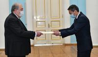 Նախագահ Արմեն Սարգսյանին հավատարմագրերն է հանձնել Հայաստանում Ղազախստանի նորանշանակ դեսպան Բոլատ Իմանբաևը