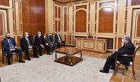 Le Président Armen Sarkissian a rencontré les membres du Conseil du pôle démocratique national