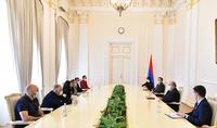 """Vos enfants nous sont chers. Le Président Armen Sarkissian a reçu un groupe de l'initiative """"Parents de soldat"""""""