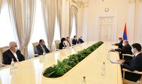 Նախագահ Արմեն Սարգսյանը հանդիպել է մի շարք պետական բուհերի ռեկտորների հետ