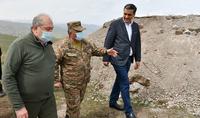 Իրար կողքի եղեք, աչալուրջ եղեք, օգնեք իրար. նախագահ Արմեն Սարգսյանն այցելել է Սյունիքի Խնածախ համայնքի սահմանային բնագիծ