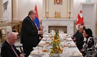 Les points communs historiques, culturels, civilisationnels qui nous unissent, la vision de l'avenir avec un système de valeurs similaire constituent une base solide pour développer notre coopération dans divers domaines. Un dîner officiel en l'honneur du président arménien à la résidence de la présidente géorgienne