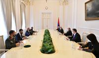 Чтобы противостоять вызовам, нужно быть готовыми с ежедневой тяжёлой работе – Президент Армен Саркисян принял Министра обороны Кипра