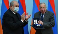 Ադրբեջանի և Թուրքիայի կողմից Արցախի դեմ սանձազերծված պատերազմի ընթացքում ձեր պատմական որոշումը մեծ կամքի և համարձակության դրսևորում էր. նախագահ Սարգսյանը պարգևատրել է Ֆրանսիայի Սենատի նախագահին և մի խումբ սենատորների