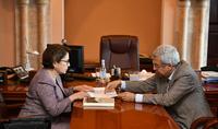 Տիկին Նունե Սարգսյանն այցելել է Մատենադարան, ծանոթացել ծրագրերին ու ընթացիկ աշխատանքներին