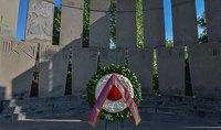 Նախագահ Արմեն Սարգսյանի անունից ծաղկեպսակ է դրվել «Եռաբլուր» զինվորական պանթեոնում