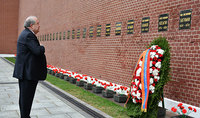 President Armen Sarkissian paid tribute to the memory of the Twice Hero of the USSR, Marshal of the Soviet Union Hovhannes Baghramyan, in Moscow