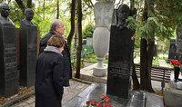Президент Армен Саркисян в Москве воздал дань уважения памяти Героев Советского Союза Ованнеса Исакова, Амазаспа Бабаджаняна