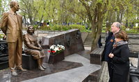 Le Président Armen Sarkissian a rendu hommage à la mémoire des agents légendaires Gevorg et Gohar Vardanyan, à Moscou