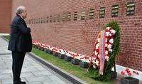 Le Président Armen Sarkissian a rendu hommage à la mémoire du héros de l'URSS, le maréchal de l'Union soviétique Hovhannes Baghramyan, à Moscou