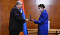 Президент Армен Саркисян вручил государственную награду знаменитой оперной певице Асмик Григорян