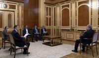 Le Président Armen Sarkissian a discuté de questions liées au développement de la science et de la technologie avec les ministres par intérim des hautes technologies, de l'économie et le directeur exécutif de FAST