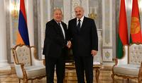 Je suis convaincu que nous serons en mesure de réaliser pleinement le potentiel des relations entre l'Arménie et la Biélorussie. Le président de la Biélorussie Alexandre Loukachenko félicite le président Armen Sarkissian pour son anniversaire