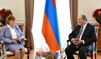 Vous avez toujours été aux côtés du peuple arménien. Le Président Armen Sarkissian a félicité la Baronne Caroline Cox pour son anniversaire