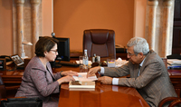 Mme Nouneh Sarkissian a visité le Matenadaran et s'est familiarisée avec les programmes et les travaux en cours