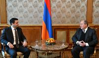 Le Président Armen Sarkissian Alen Simonyan à l'occasion de son élection à la présidence de l'Assemblée nationale