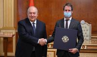 Merci pour votre contribution au renforcement de l'amitié entre nos deux nations. Le Président Armen Sarkissian a eu un entretien d'adieu avec l'Ambassadeur extraordinaire et plénitpotentiaire de France Jonathan Lacôte