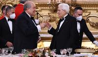 Je suis convaincu que cette visite tournée vers l'avenir ouvrira une nouvelle page dans nos relations historiques. Dîner d'État en Italie en l'honneur du président arménien Armen Sarkissian et de son épouse Nouneh Sarkissian
