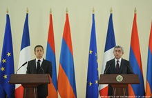 President Serzh Sargsyan responds to the question raised by a journalist at the press conference with the President of France Nicolas Sarkozy