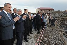 Серж Саргсян в районе Аван принял участие в церемонии закладки фундамента многоквартирного дома, который будет построен в рамках социальной программы