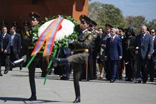 Президент Серж Саргсян посетил Мемориальный комплекс Сардарапатской битвы