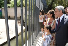 President Serzh Sargsyan, accompanied by his daughter and granddaughter, visited the Zoological Garden of Yerevan