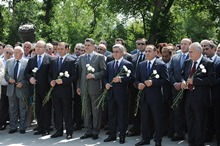 President Serzh Sargsyan paid tribute to the memory of the state and political figure Andranik Margarian