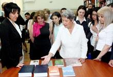 Ռիտա Սարգսյանը և Ավստրիայի նախագահի տիկինն այցելել են Վ. Բրյուսովի անվան պետական լեզվաբանական համալսարանի ավստրիական գրադարան