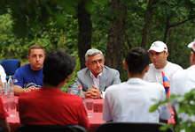 Президент присутствовал на церемонии закрытия всеармянского молодежного слета «Базэ-2012» в Цахкадзоре