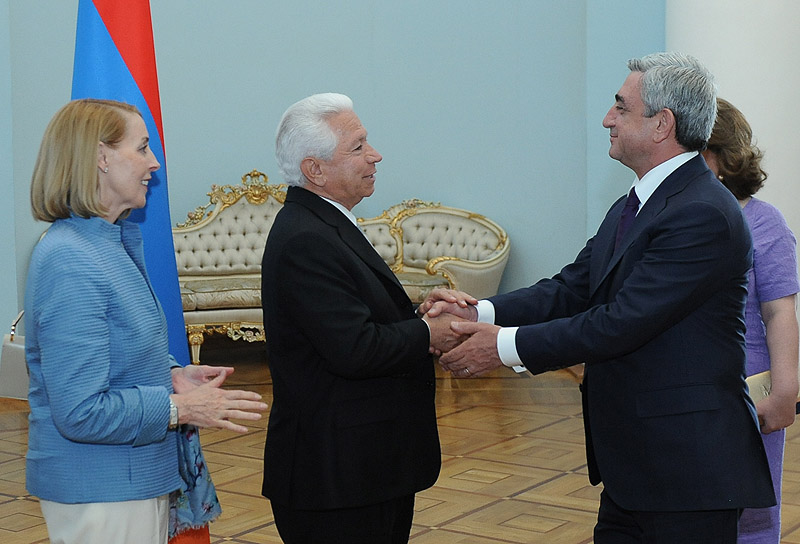 Serzh Sargsyan receivedy the Chairman of the US National Ethnic ...