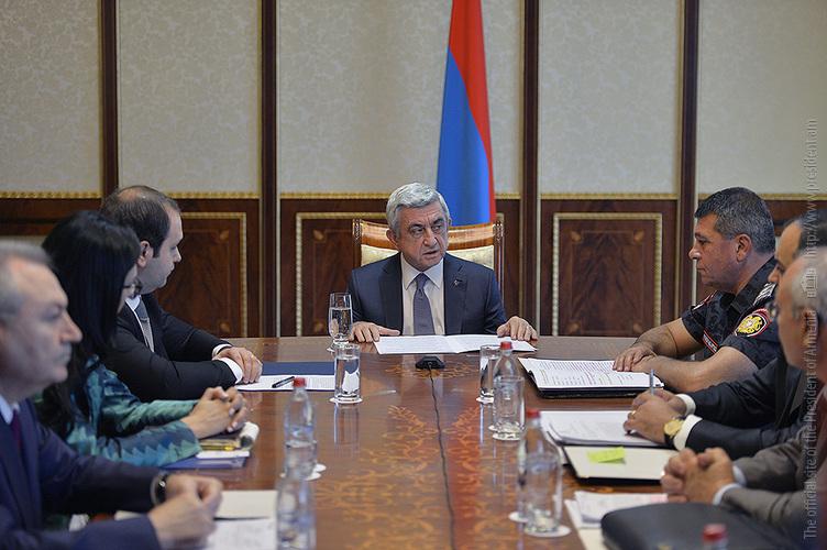 Զինված խումբը պետք է վայր դնի զենքը. Սերժ Սարգսյան